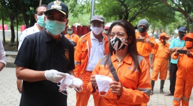 Peduli 284 Petugas Kebersihan Kota Kupang, Wali Kota Jefri Bagi APD