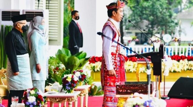 Berbusana Adat Amanatun TTS, Presiden Pimpin Upacara di Istana Merdeka