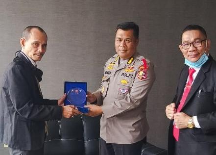 Korps Lalu Lintas Polri Terima Cendera Mata dari IMO-Indonesia