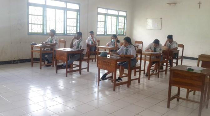 102 Siswa Kelas XII STM Katolik St.Yoseph Nenuk Ujian Sekolah Saat Pandemi