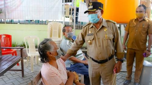 Pantau Vaksinasi Covid Lansia Kota Kupang, dr.Herman Man: Ada Minta Tunda
