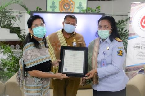 Kota Kupang Raih Hak Cipta Motif Tenun Bunga Sepe, Merci Jone Ucap Proficiat