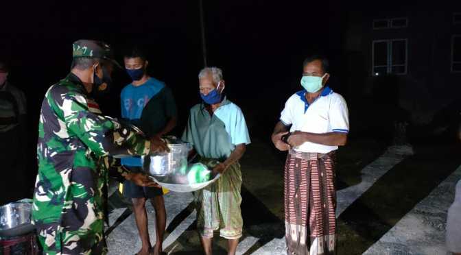 Kodim 1627/Rote Ndao Bantu Alat Masak bagi Warga Terdampak Badai Seroja