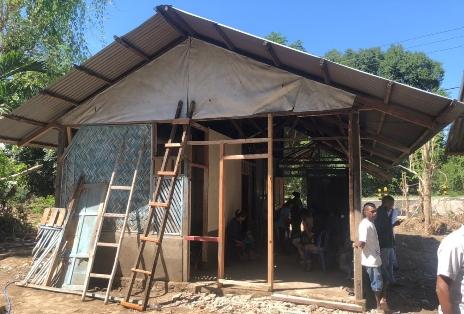Yayasan 'Hands of Hope Indonesia' Bedah Rumah Korban Banjir di Alor