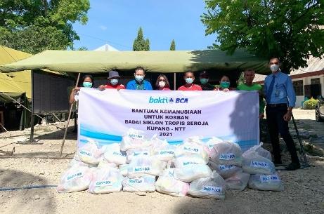 CSR Bakti BCA Ringankan Beban Korban Badai Seroja di NTT