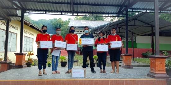 """""""Ngamen di Pasar Halilulik"""" Pastor Bantu Korban Banjir di Malaka"""
