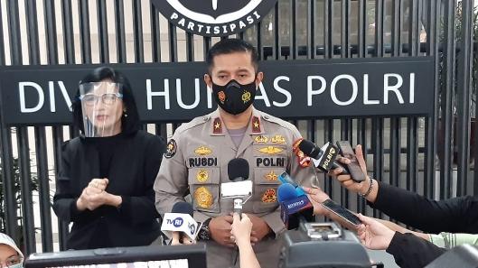 Tim Pengacara Dilarang Jenguk Munarman, Polri : Pidana Terorisme Berbeda