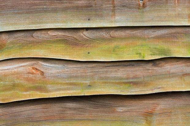 Holzgartenmöbel selber streichen