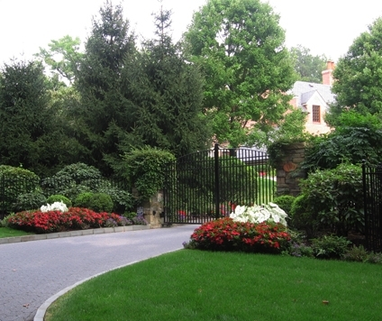 Gorgeous Front Yard Tree Landscaping Ideas 17 Best Ideas About intended for Landscaping Ideas For Front Yard With Trees