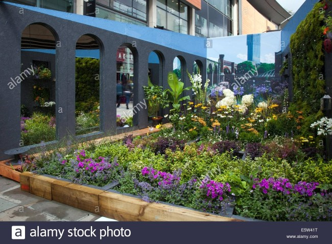 Manchester, Uk 6Th August 2014. The Garden Of Optical Illusion Dig in Urban Garden And Flower Festival
