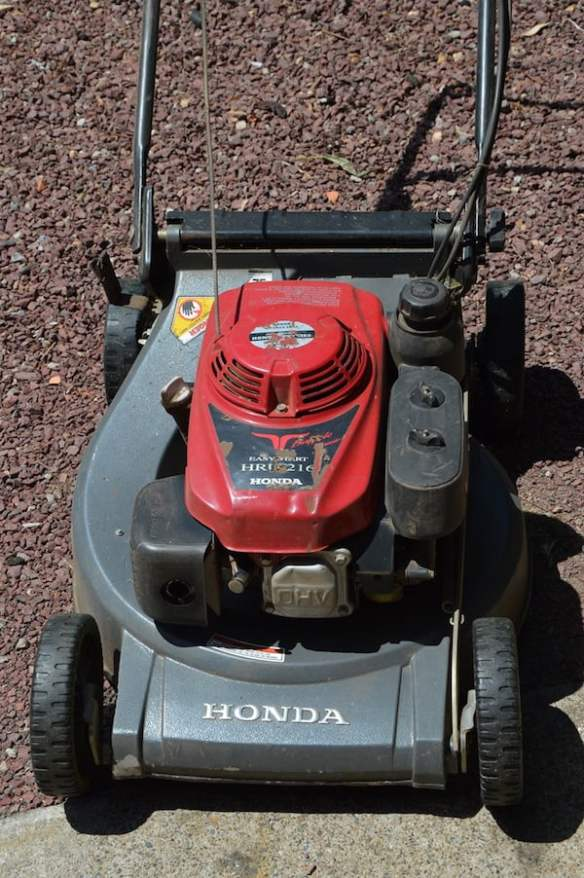 Honda HR216 self propelled mower