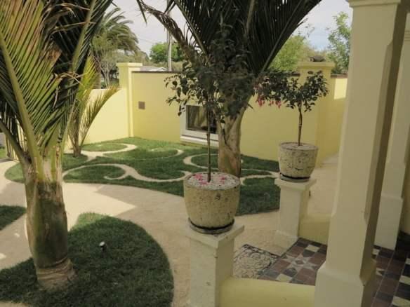 Robyn Shafer Balmoral garden