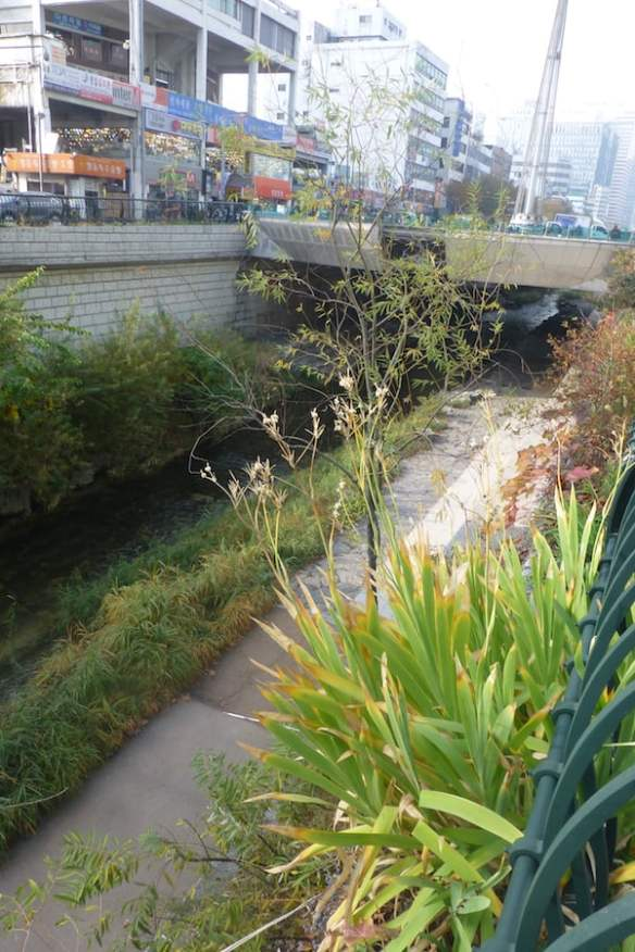 Cheonggyecheon Stream mid-section