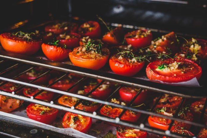 dried tomatoes in oven