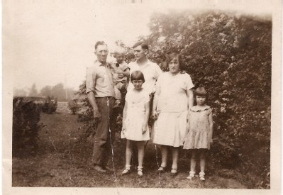 Louis Upchurch with son Bud, brother in law Ed Jones and sister Leona Uupchurch Jones, daughter Dorothy Upchurch and her cousin Patty Jones, circa 1928