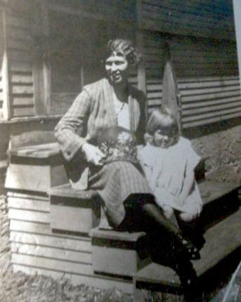 Theresa Boyd Upchurch and daughter Dorothy Upchurch, circa 1922