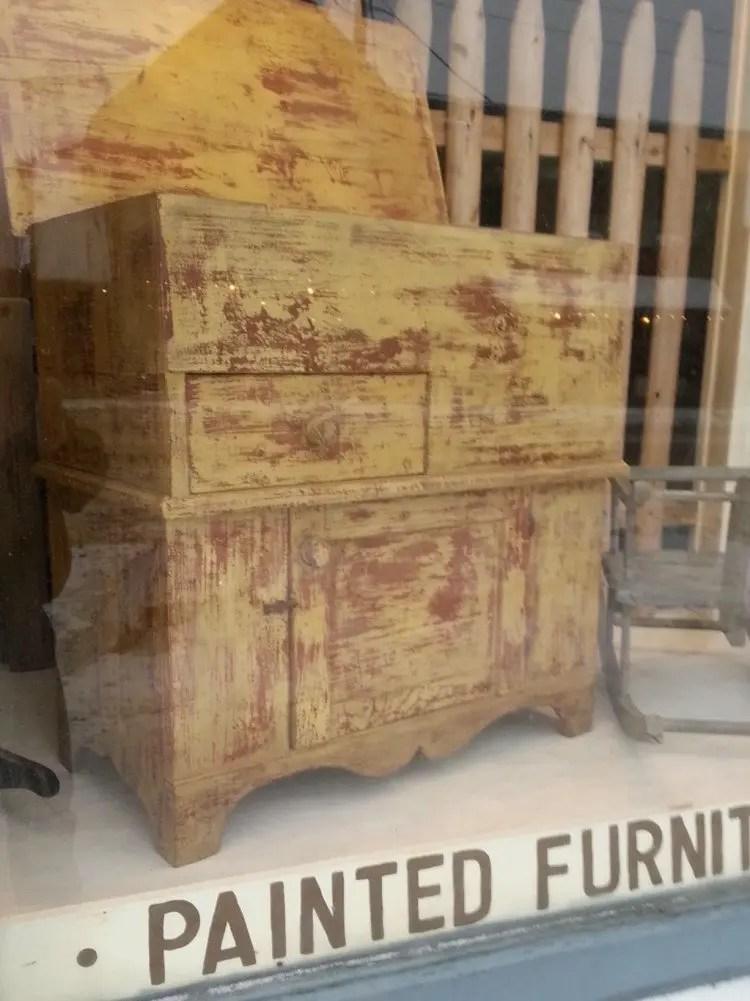 Painting Vintage Furniture
