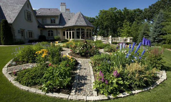 Amazing  backyard flower bed ideas