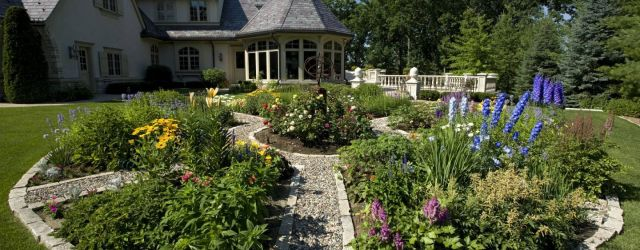 Amazing  backyard flower bed ideas