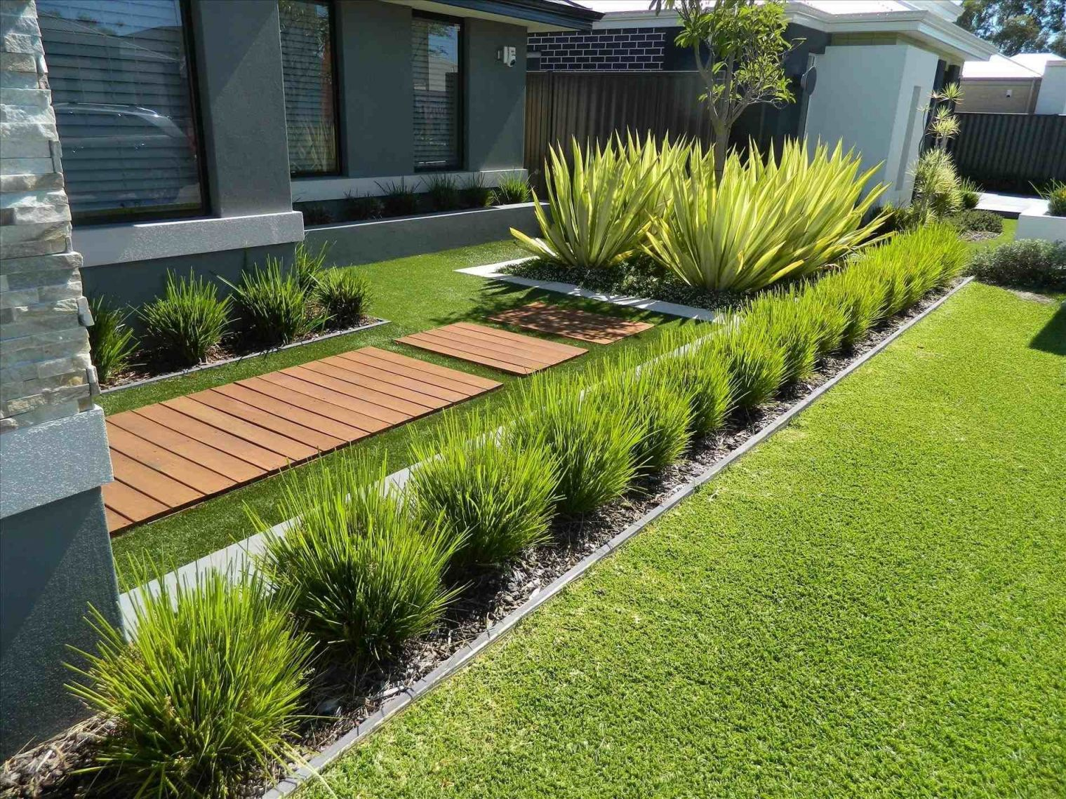 Wonderful Modern Landscaping Ideas For Front Of House