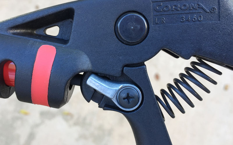 Corona Long Reach Pruner locking mechanism