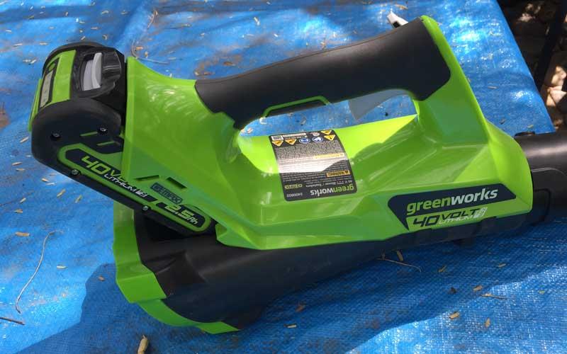 greenworks-40v-cordless-blower-battery-installed