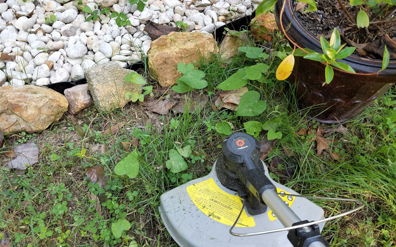 Redback-120v-String-Trimmer-easy-to-maneuver-18