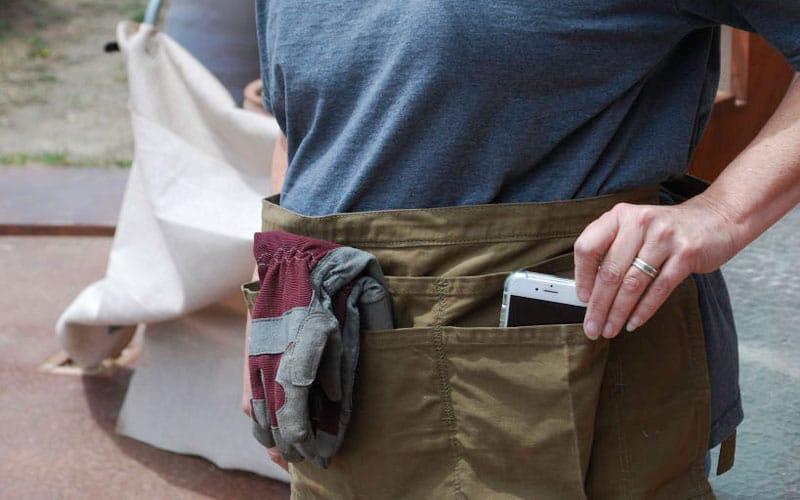 gardeners supply split apron pockets phone