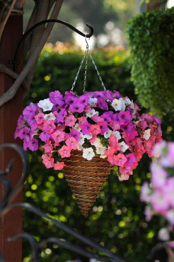 17 Absolutely Stunning Outdoor Hanging Planter Ideas To