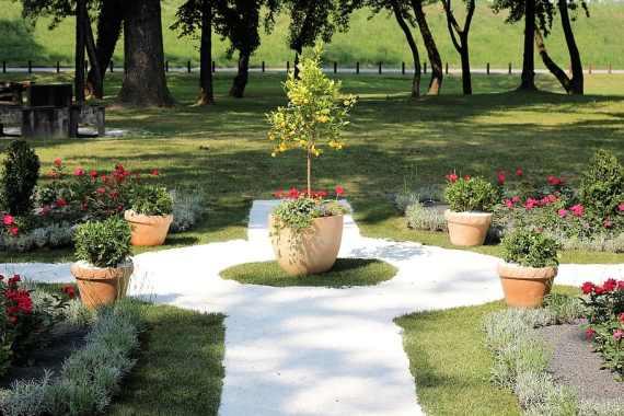 Minimalist style garden