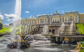 Grand Cascade in Peterhof © Alex Florstein Fedorov, Wikimedia Commons