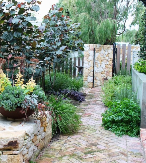 Dunsborough garden. Design and photo Linda Green