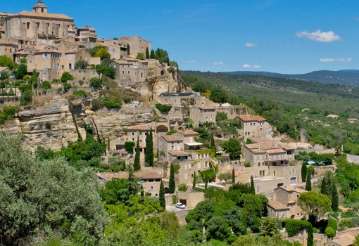 A scenic drive takes us to the village of Gordes, perhaps the most picturesque of the perched villages. The houses of Gordes rise in picturesque tiers above the Imergue valley on the edge of the Vaucluse plateau. Photo by Kristen Hellstrom