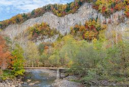 Autumn colours at Daisetsuzan National Park, outside Sounkyo