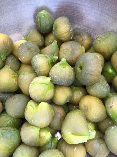 Drained green figs