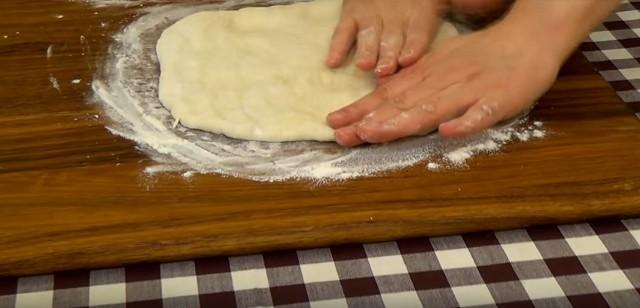 Una receta sencilla y deliciosa de pizza al horno.
