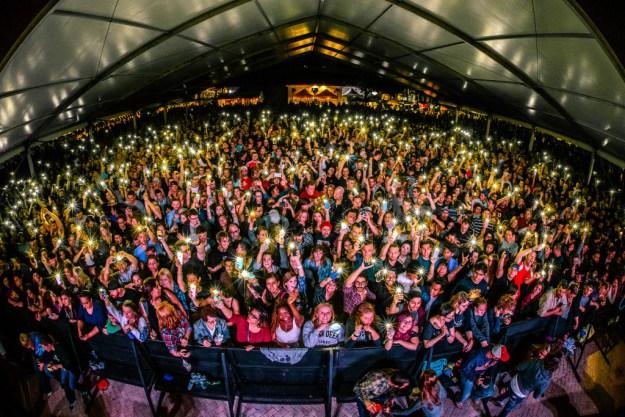 Main stage crowd 2016 GF