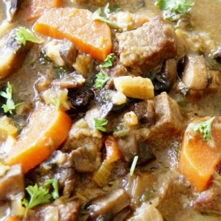 BEEF AND ROASTED GARLIC STEW