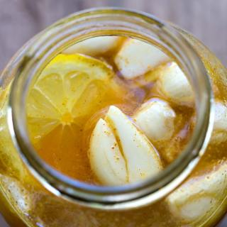 GARLIC HONEY SYRUP FOR SORE THROAT