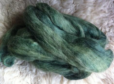 Silke/alpaca-fiber farvet med sorte tulipaner for 1 år siden. Bejdse: alun/vinsten