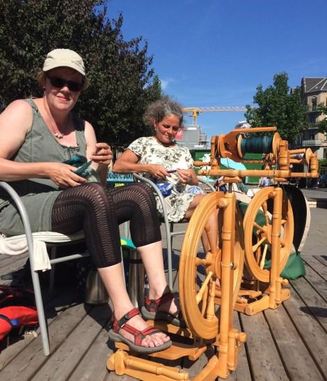 Formand Pia og Britt. Sol-spind på Vesterbro :-)