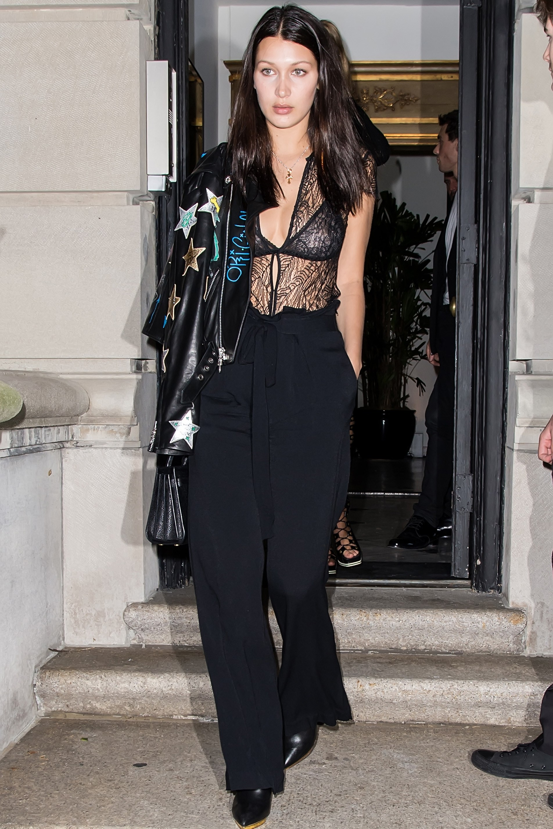 bella-hadid-outfits-04