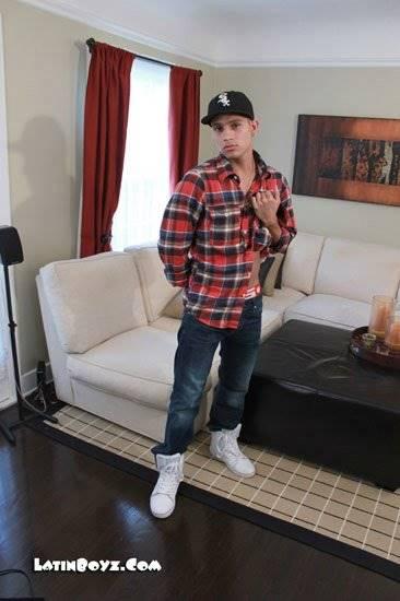 Rapaz Latino pelado