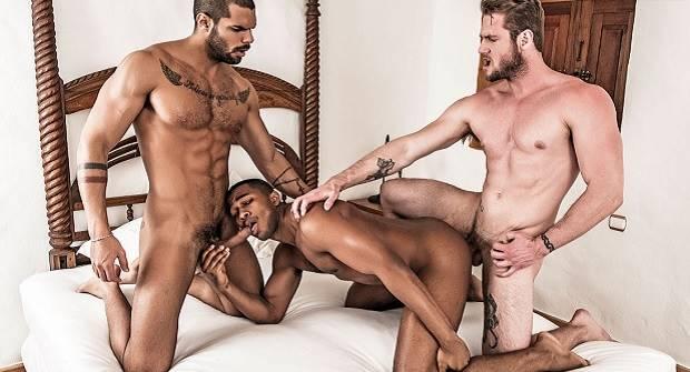 Orgia entre homens sarados