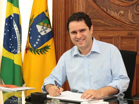 O prefeito de São Luís, uma das poucas capitais do País com salários do funcionalismo em dia