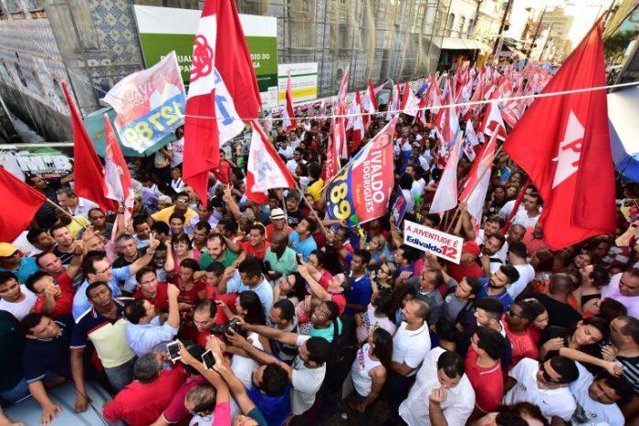 A Rua Grande foi tomada por simpatizantes da candidatura à reeleição do prefeito Edivaldo Hoalnda