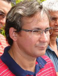 Júlio Pinheiro é professor de história da rede pública estadual de ensino e presidente licenciado do Sindicato dos Trabalhadores em Educação Pública do Maranhão (Sinproesemma). É filiado ao PCdoB desde a década de 1990, tendo antes atuado ativamente como membro da União da Juventude Socialista (UJS). O professor Júlio Pinheiro é reconhecido pelo seu trabalho junto à sociedade, especialmente na região do Itaqui-Bacanga, e pelo seu ativo papel como sindicalista na área da educação.