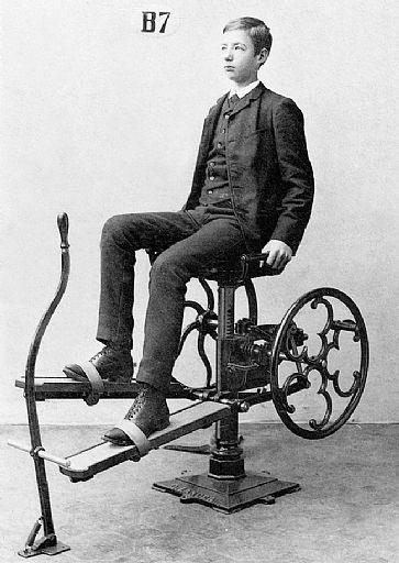 A precursora da bicicleta ergométrica era bem menos estilosa que os atuais modelos - Foto: Reprodução