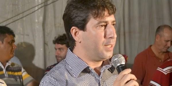Justiça afasta prefeito de Godofredo Viana por atraso dos salários dos servidores