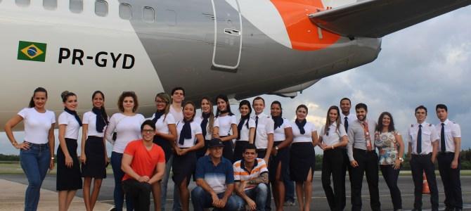 Alunos do curso de Comissário de Voo visitam aeronave